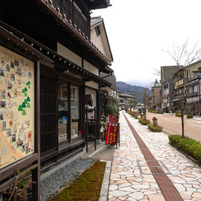 A main street in Yamanaka Onsen, it contains craft shops and atelier, café and some eatery
